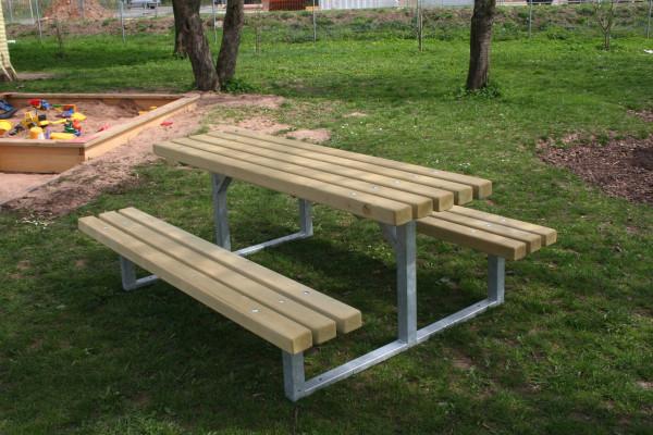Kompakt-Sitzgruppe mit Stahluntergestell