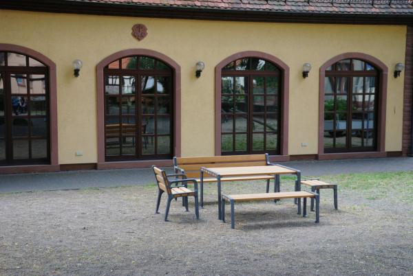 """Sitzgruppe """"Lohr"""" 3-Sitzer-Bank mit Lehne, 2-Sitzer-Bank ohne Lehne, 2 x Hocker, Tisch"""