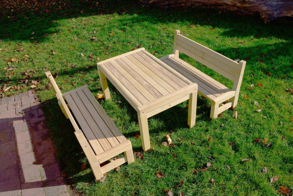 Kindersitzgruppe aus Robinie, Sitzhöhe 25 cm, Tischhöhe 46 cm